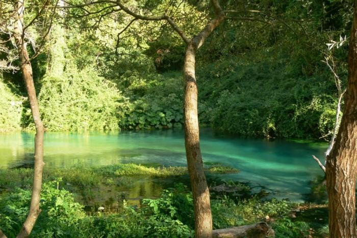 SiViaggia: Syri i Kaltër, burimi në zemër të Shqipërisë që të mahnit
