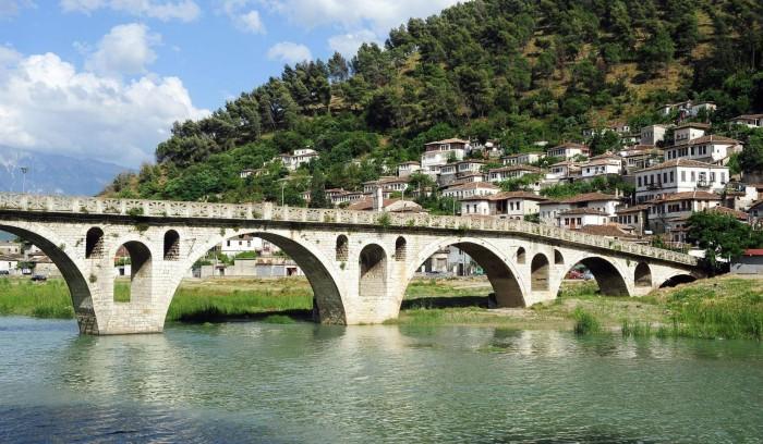 FOTO/ Qyteti i një mbi një dritareve, projekte të rëndësishme në favor të turizmit
