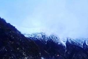 Të rinjtë e apasionuar pas turizmit të bardhë ngjiten në malin e Çikës