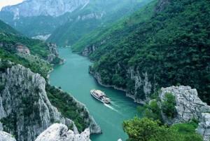 Fierzë - Koman, mrekullia e fjordeve shqiptare