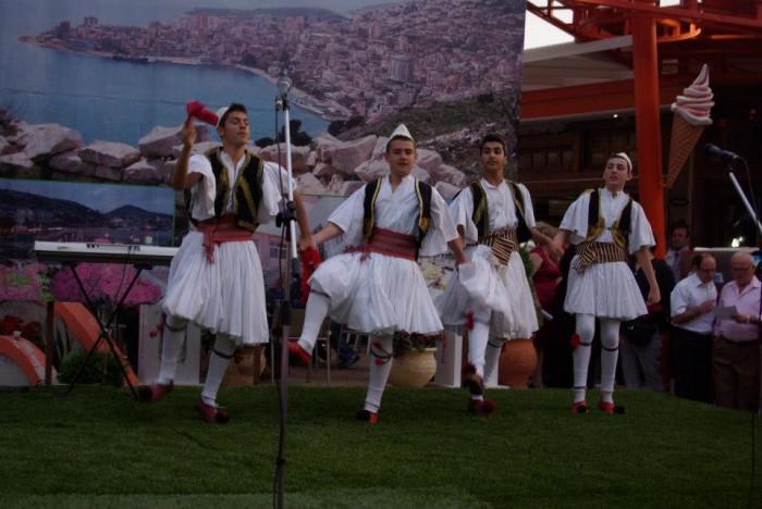 Saranda hap dyert për turistët - Çelet sezoni me Festën e Midhjes