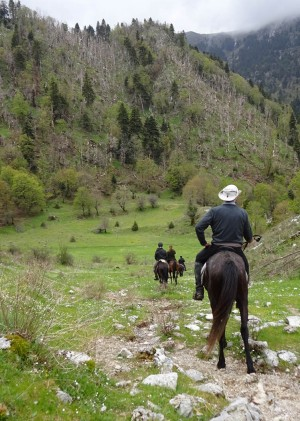Through the mountains,  towards the sea, in the tracks  of King Skerdilajd - Albanin Great Escapes 2017
